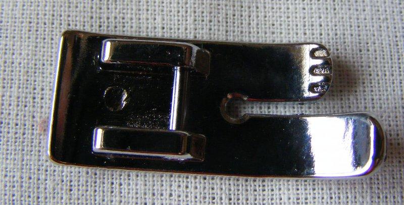 Picioruş pentru quilting drept, numit şi picioruş de sfert de inch